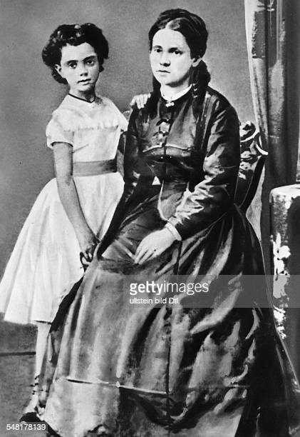 Marx Jenny Socialist D *1202181402121881 wife of Karl Marx portrait with her daughter undated ca 1870 Vintage property of ullstein bild