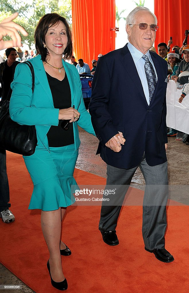 Celebrity Orange Carpet at Miami Dolphins Game : News Photo