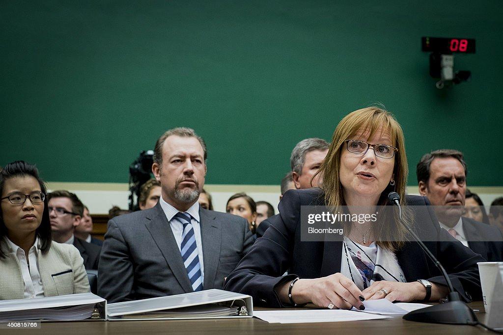 General Motors Co. Chief Executive Officer Barra Faces Congress Frustrated by Small Fine, Strong Sales : Fotografía de noticias