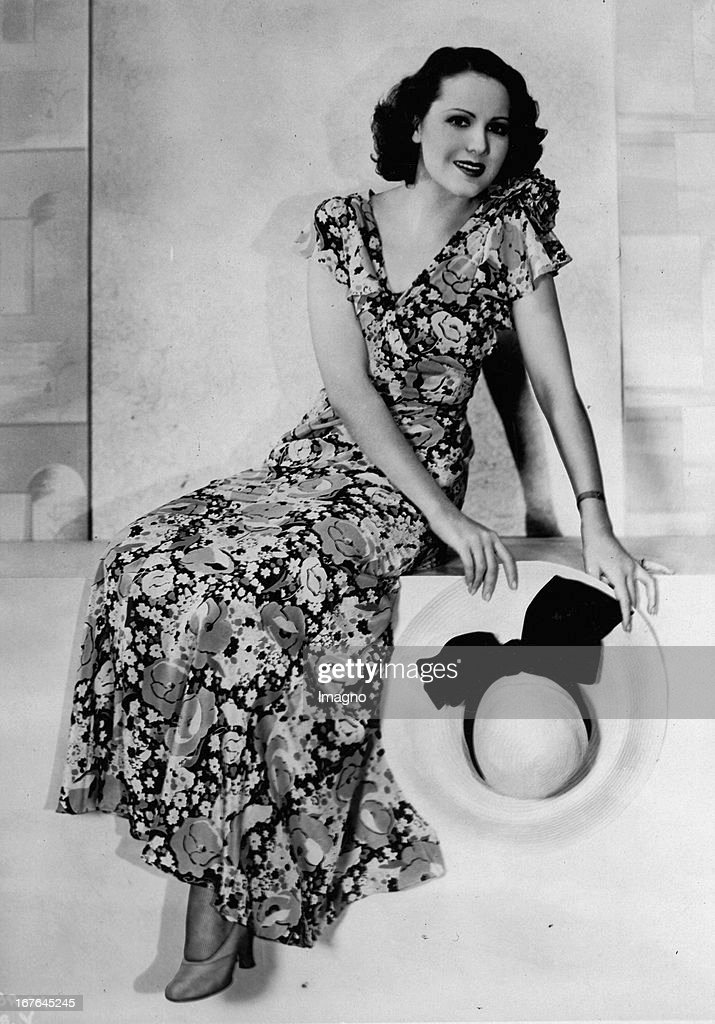 Mary Briand. US-american actor. In summer dress and with a panama hat. 1932.m Photograph. (Photo by Imagno/Getty Images) Mary Briand. US-amerikanische Schauspielerin. Im Sommerkleid und mit Panamahut. 1932. Photographie. : News Photo