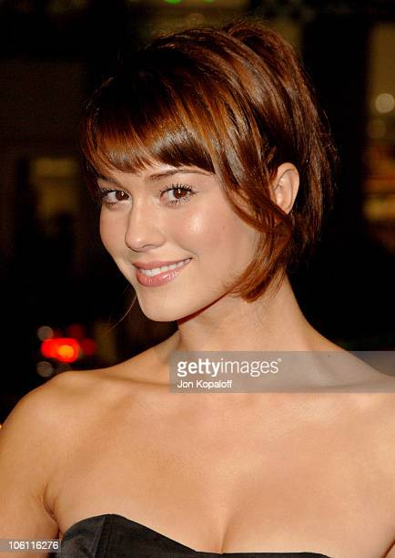 Mary Elizabeth Winstead during 'The Fountain' Los Angeles Premiere Arrivals at Grauman's Chinese Theater in Hollywood California United States