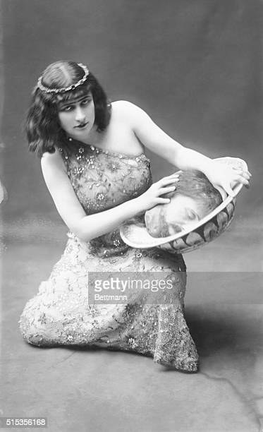 Mary Garden , a Scottish opera singer, gave a critically acclaimed performance in Salome.