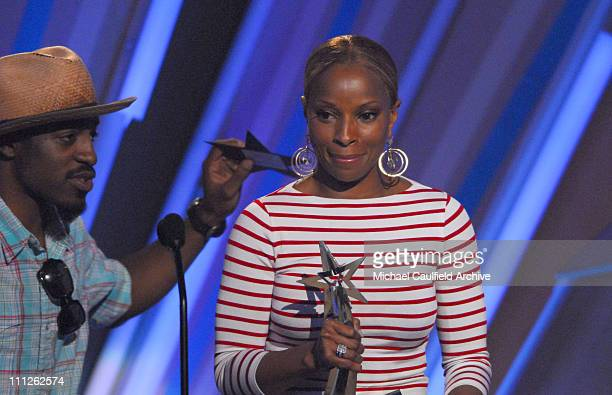 Mary J Blige accepts Video of the Year award for 'Be Without You' from presenter Andre 3000