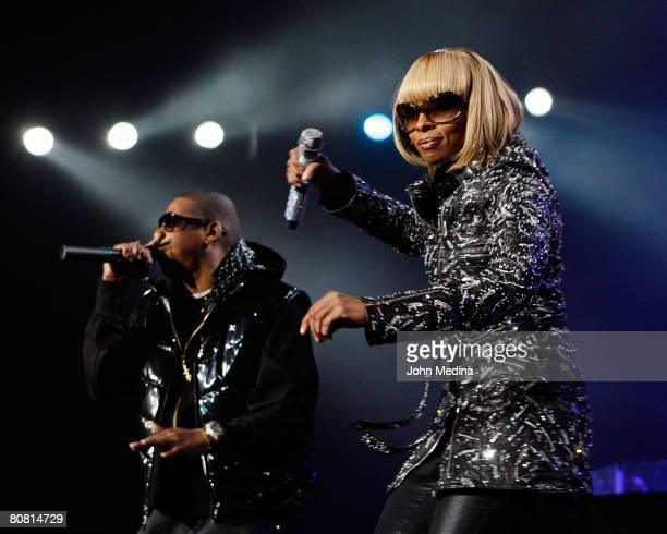 Mary J. Blige and Jay-Z perform at Oracle Arena on April 21, 2008 in Oakland, California.