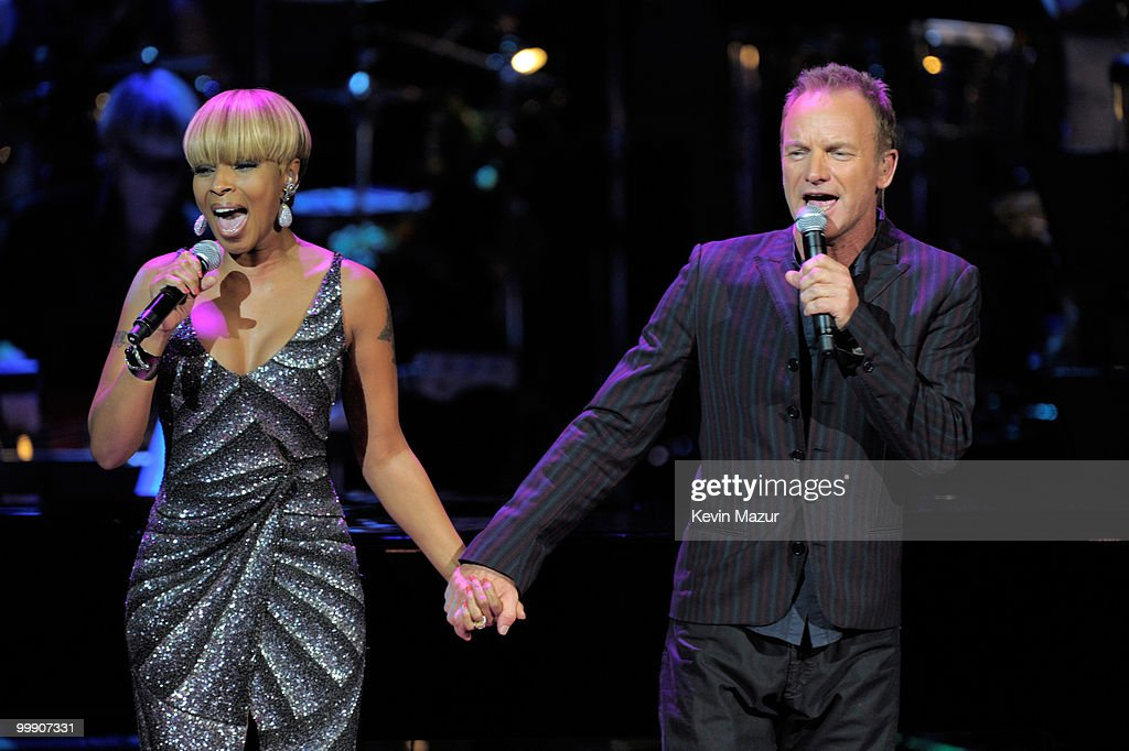 Mary J Blige and Sting perform on stage during the Almay concert to celebrate the Rainforest Fund's 21st birthday at Carnegie Hall on May 13, 2010 in New York City.