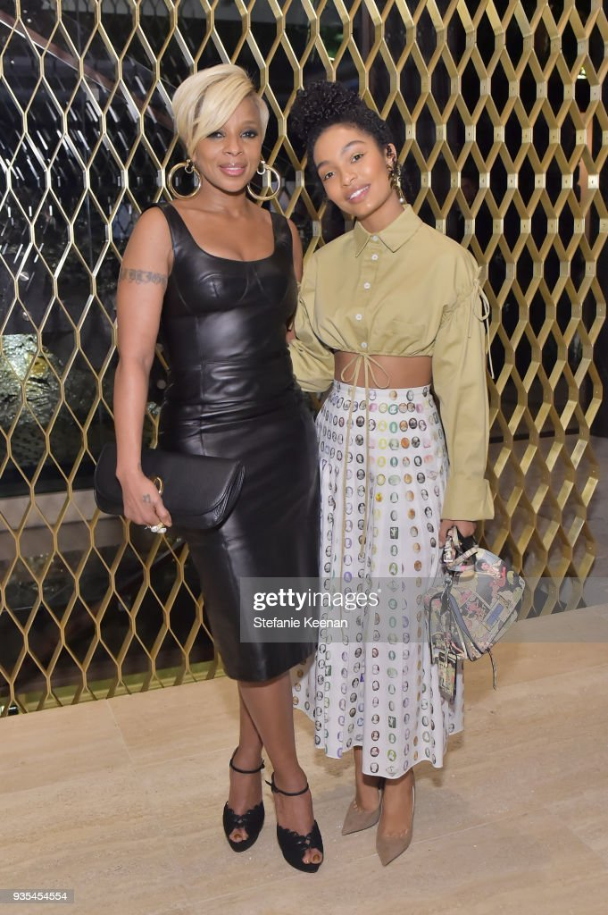 Mary J. Blige (L) and Yara Shahidi attend The Hollywood Reporter and Jimmy Choo Power Stylists Dinner on March 20, 2018 in Los Angeles, California.