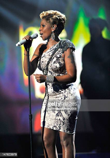 Mary J Blige at the 2009 American Music Awards at Nokia Theatre LA Live on November 22 2009 in Los Angeles California