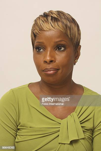 Mary J Blige at the Four Seasons Hotel in Beverly Hills California on November 1 2009 Reproduction by American tabloids is absolutely forbidden