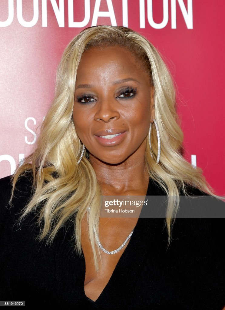 Mary J. Blige attends SAG-AFTRA Foundation's conversations and screening of 'Mudbound' at SAG-AFTRA Foundation Screening Room on December 2, 2017 in Los Angeles, California.