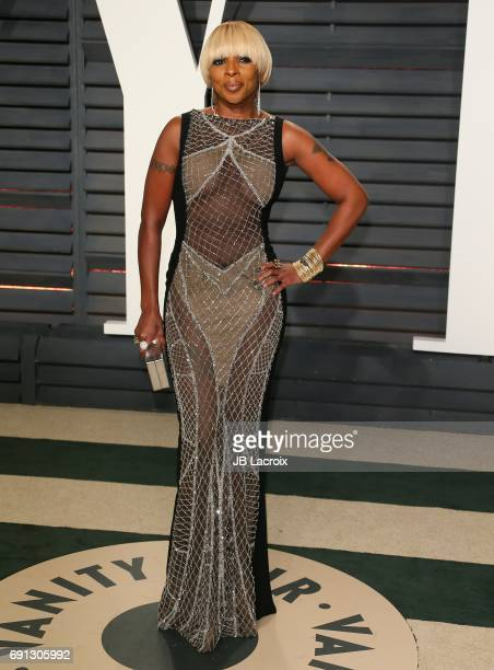 Mary J Blige attends the 2017 Vanity Fair Oscar Party hosted by Graydon Carter at Wallis Annenberg Center for the Performing Arts on February 26 2017...