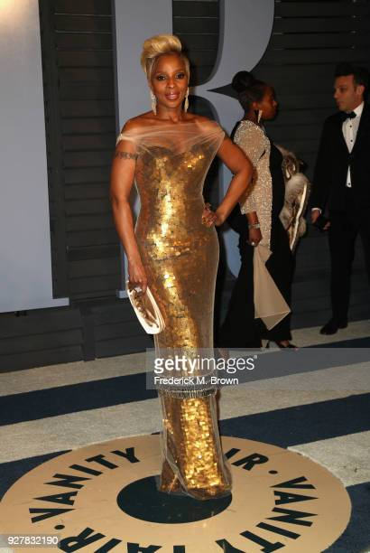 Mary J Blige attends the 2018 Vanity Fair Oscar Party hosted by Radhika Jones at Wallis Annenberg Center for the Performing Arts on March 4 2018 in...