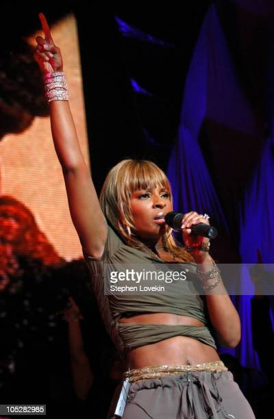 Mary J Blige during Mary J Blige in Concert April 22 2004 at Radio City Music Hall in New York City New York United States