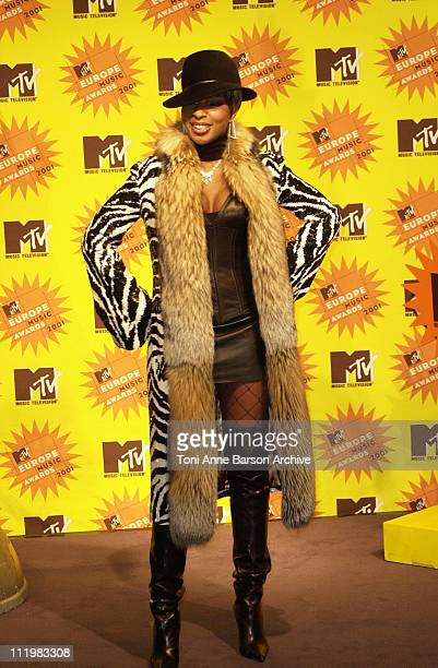 Mary J Blige during MTV Europe Music Awards 2001 Press Room at Festhalle in Frankfurt Germany