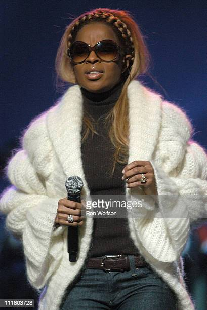 """Mary J. Blige during Taping of the Jamie Foxx TV Special """"Unpredictable"""" - January 20, 2006 at Orpheum Theatre in Los Angeles, California, United..."""