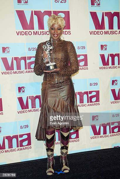 Mary J Blige In The Press Room At 2002 MTV Video Music Awards Radio