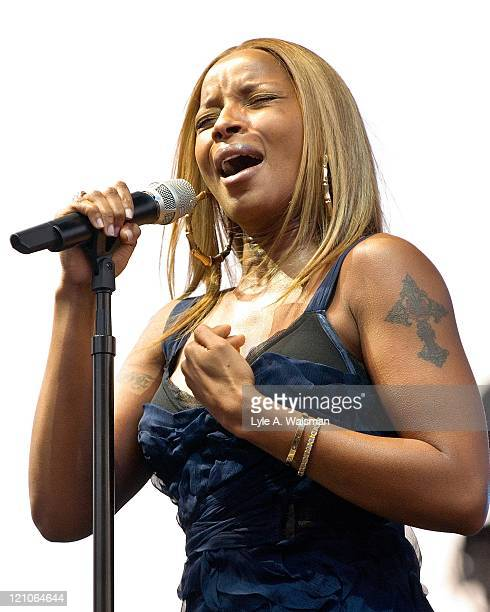 Mary J. Blige Live in Concert at the B96 Summer Bash in Chicago