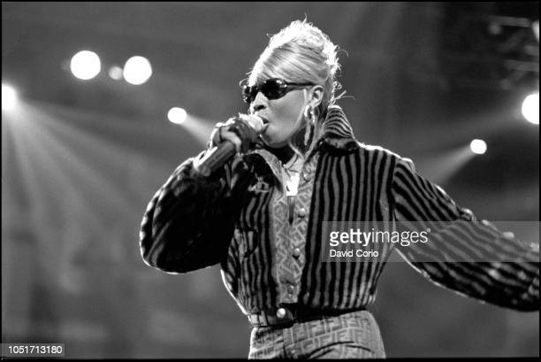 Mary J Blige performing at Urban Aid charity show at Madison Square Garden, New York, on 5 October 1995.