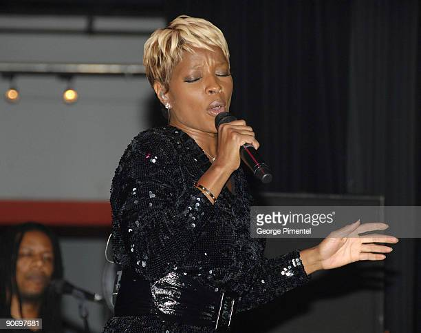 Mary J Blige performs at Koolhaus on September 12 2009 in Toronto Canada