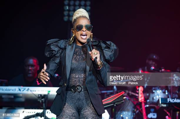 Mary J Blige performs at L'Olympia on July 14 2017 in Paris France