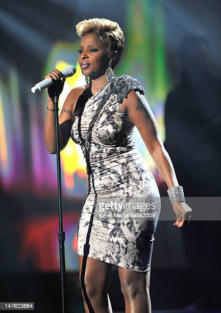 Mary J Blige performs at the 2009 American Music Awards at Nokia Theatre LA Live on November 22 2009 in Los Angeles California