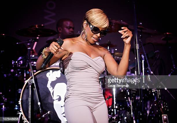 Mary J Blige performs at the 2010 Lilith Fair at Verizon Wireless Amphitheater on July 16 2010 in St Louis Missouri