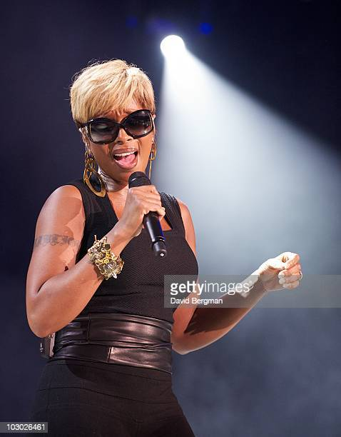 Mary J Blige performs at the 2010 Lilith Fair at Verizon Wireless Music Center on July 20 2010 in Noblesville Indiana