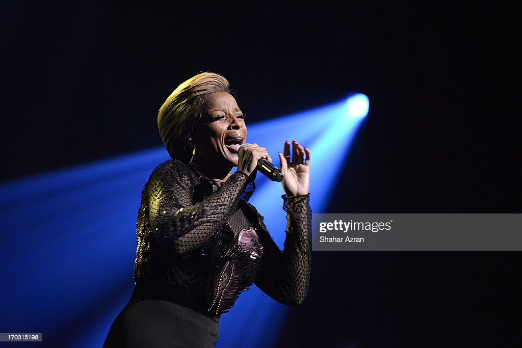 Mary J Blige performs at the 8th annual Apollo Theater Spring Gala Concert at The Apollo Theater on June 10, 2013 in New York City.