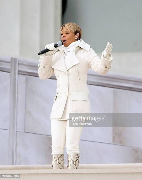 Mary J Blige performs in front of the Lincoln Memorial during the 'We Are One The Obama Inaugural Celebration At The Lincoln Memorial' at the...