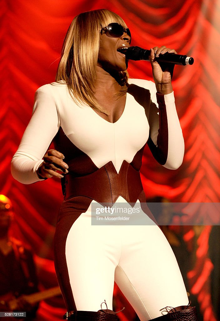 Mary J  Blige performs in support of her My Life II    The