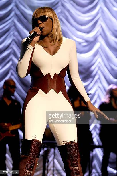 Mary J Blige performs in support of her My Life II The Journey Continues release at The Fox Theater in Oakland California