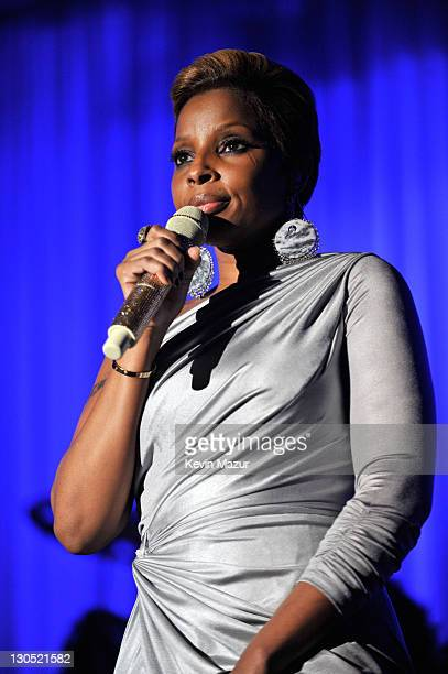 Mary J Blige performs on stage at the 52nd Annual GRAMMY Awards Salute To Icons Honoring Doug Morris held at The Beverly Hilton Hotel on January 30...