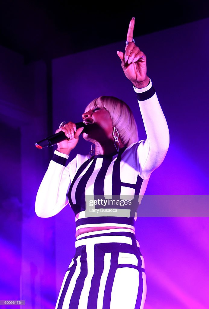Mary J. Blige performs onstage at the Jimmy Choo 20th Anniversary Event during New York Fashion Week on September 8, 2016 in New York City.