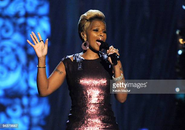 Mary J Blige performs onstage during TNT's Christmas in Washington 2009 at the National Building Museum on December 13 2009 in Washington DC...