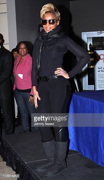 Mary J Blige promotes 'Stronger With Each Tear' at Best Buy on December 22 2009 in New York City