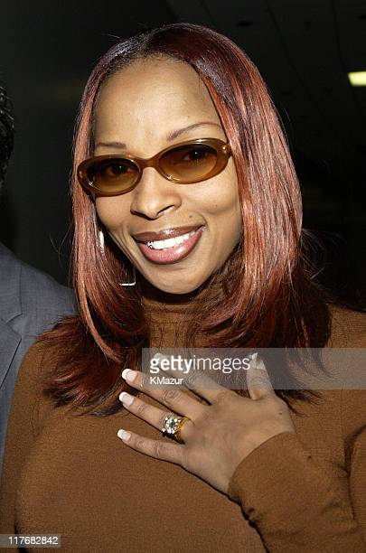 Mary J Blige shows off ring during Super Bowl XXXVI PreShow Press Conference Backstage at The Superdome in New Orleans Louisiana United States