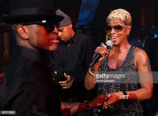"""Mary J. Blige sings to Ne-Yo during his 30th Birthday Bash """"Cold As Ice"""" at Cipriani 42nd Street on October 17, 2009 in New York City."""