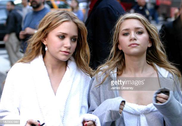 Mary Kate Olsen and Ashley Olsen during New York Minute on Location in Manhattan October 9 2003 at Midtown Manhattan in New York City New York United...