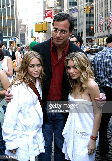 Mary Kate Olsen Bob Saget and Ashley Olsen during 'New York Minute' on Location in Manhattan October 9 2003 at Midtown Manhattan in New York City New...