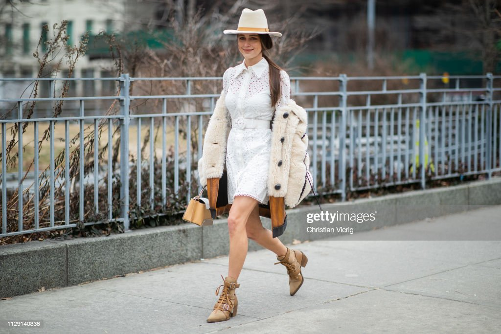 Street Style - New York Fashion Week February 2019 - Day 5 : News Photo