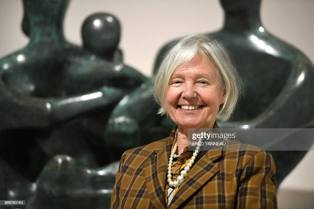 Mary Moore, daughter of late British artist Henry Moore , poses on... Foto di attualità - Getty Images