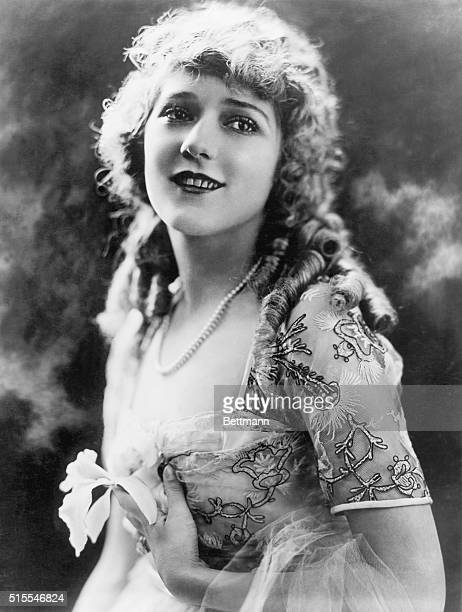 Mary Pickford in lace gown ca 1930