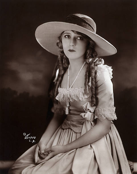 mary-pickford-silent-movie-star-half-len