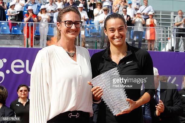 Mary Pierce and Caroline Garcia during the Internationaux de Strasbourg Final at Strasbourg Tennis Club on May 21 2016 in Strasbourg France