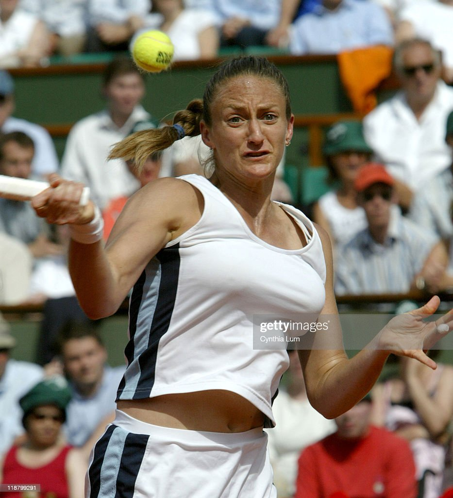 2005 French Open - Women's Singles - Semi Final - Mary Pierce vs Elena Likhovtseva : Nieuwsfoto's