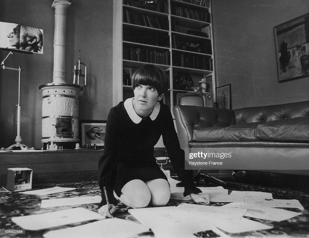 Fashion: Mary Quant At Work Around 1967 : News Photo
