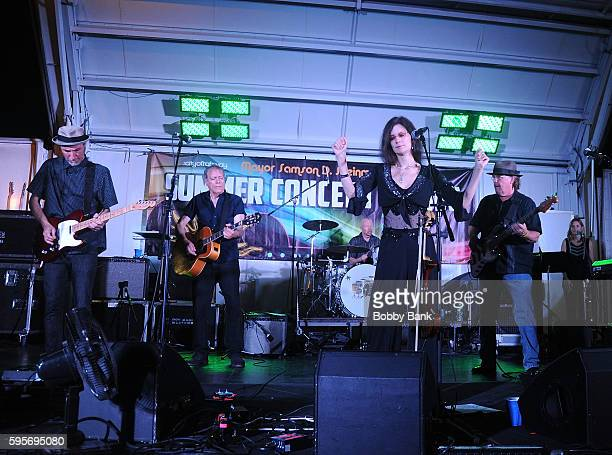 Mary Ramsey Jeffrey Erickson Jerome Augustyniak John Lombardo Dennis Drew and Steven Gustafson of 10000 Maniacs perform 10000 Manics The Smithereens...