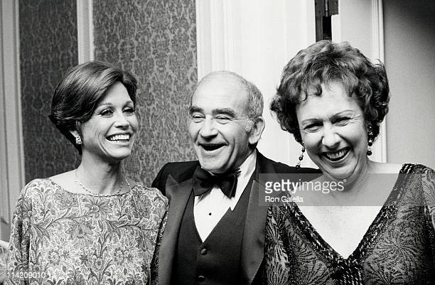 Mary Tyler Moore actor Ed Asner and Maureen Stapleton attend International Broadcasting Awards on March 8 1978 at the Century Plaza Hotel in Century...