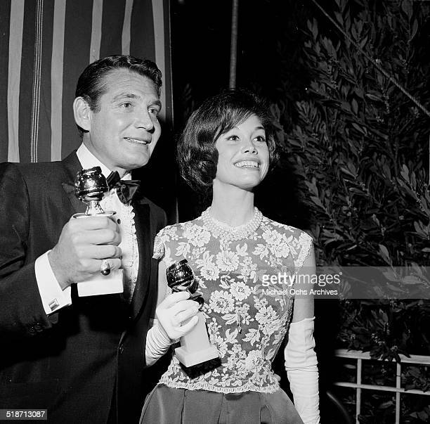 Mary Tyler Moore poses with a Golden Globe in Los Angeles,CA.