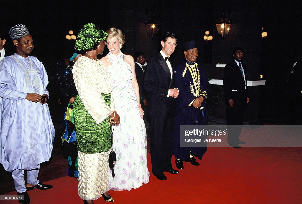 Maryam Babangida, former Nigerian First Lady, Diana, Princess of Whales, Charles, Prince of Wales, and the former Nigerian president, Ibrahim Babangida, attend a State Banquet during the official visit to Nigeria on March 15, 1990 in Lagos, Nigeria. The princess wears a Catherine Walker dress.