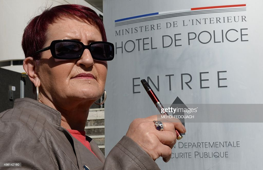 FRANCE-JUSTICE-SMOKING-CIGARETTE : News Photo